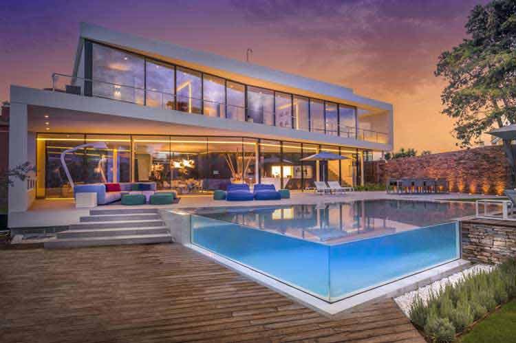 gambar desain rumah dengan kolam renang