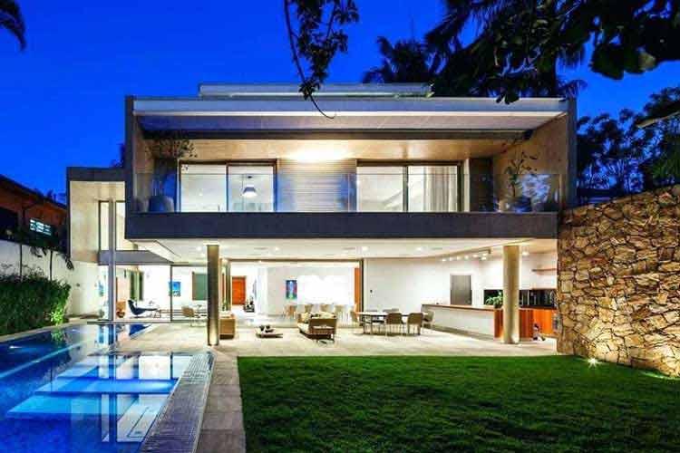 desain rumah 6x15 dengan kolam renang