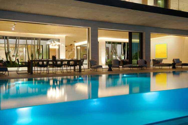 denah rumah 2 lantai dengan kolam renang
